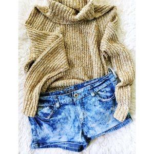 Acid washed denim shorts 🌿
